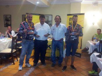J. Antonio Belmonte y Zoilo Montero recogiendo sus trofeos de Subcampeones de España